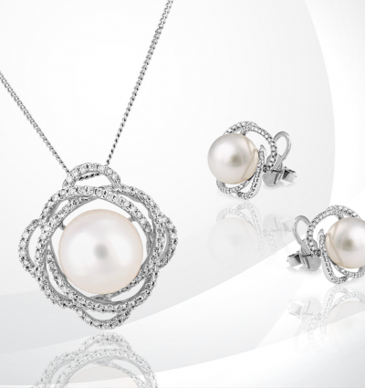 #BerrysShowcase: Berry's 18ct White Gold Cultured Pearl Pendant and Earrings